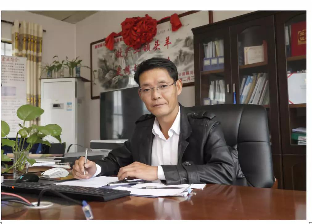 他曾经养羊亏损300万 ,后上清华总裁班,结果成了农业网红!