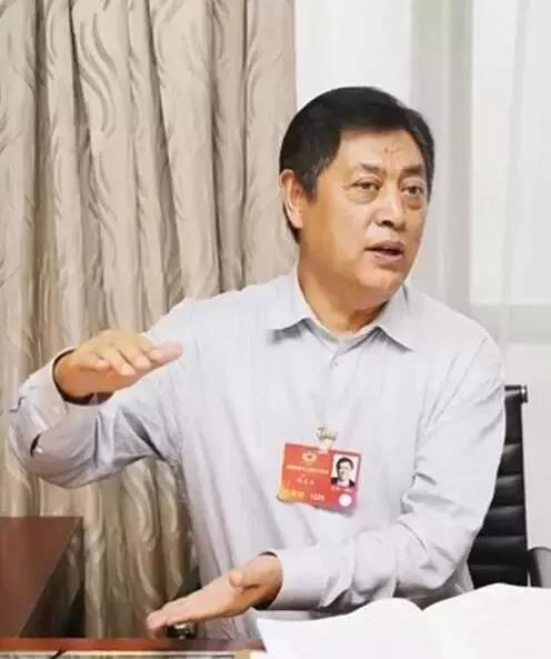 """他曾经是政府官员,跨界养猪20年,与刘永好并称""""养猪大王"""""""