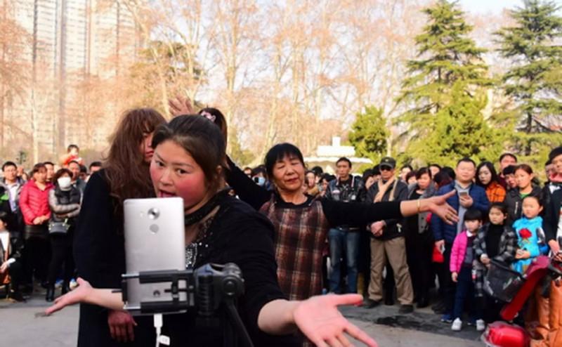 另一个世界,互联网上的中国农村青年