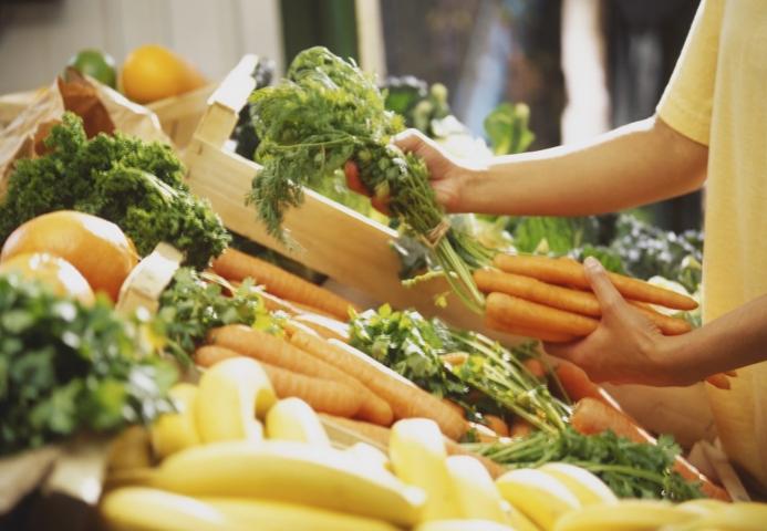 """2020移动购物""""战疫""""报告:生鲜电商飙涨,农-家对接、社区到家玩法崛起"""