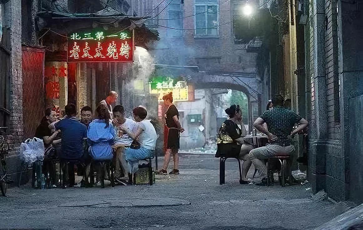 在东北,一个烧烤摊便是一个江湖!!!