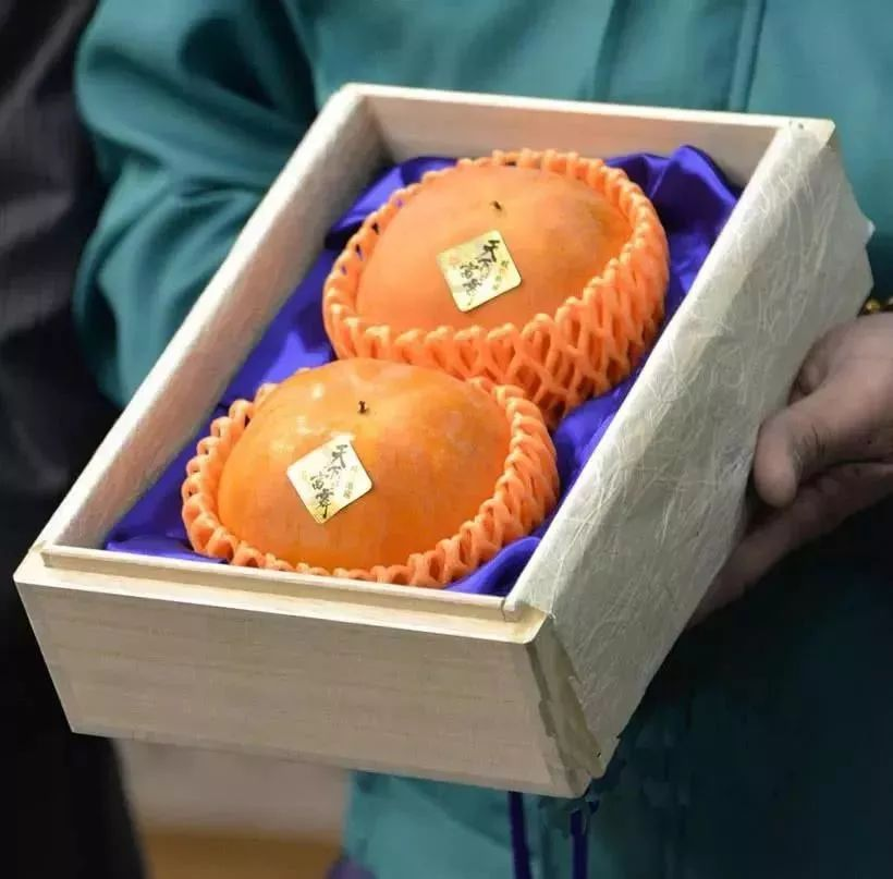 案例|2个日本柿子卖50000元,天价水果是怎么做到的?