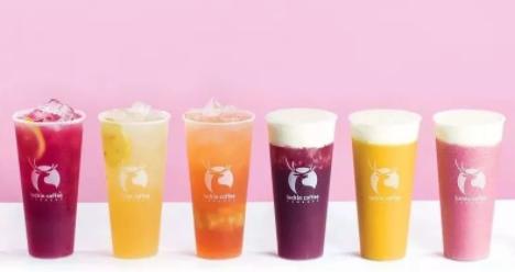 """跨界营销:瑞幸咖啡推出新式茶饮品牌""""小鹿茶"""""""
